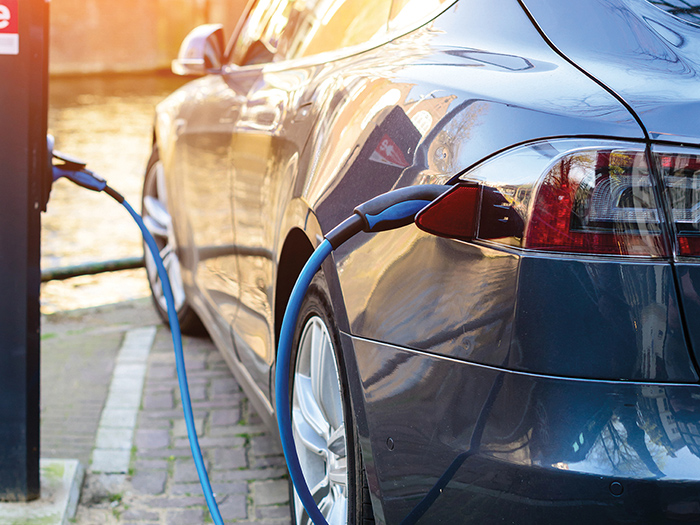 Olemme sertifioitu sähkö- ja hybridiautojen autohuolto ja korjaamo